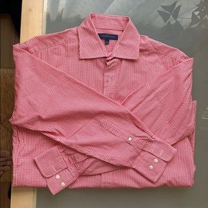 Long sleeve men's shirt in plaid red and white